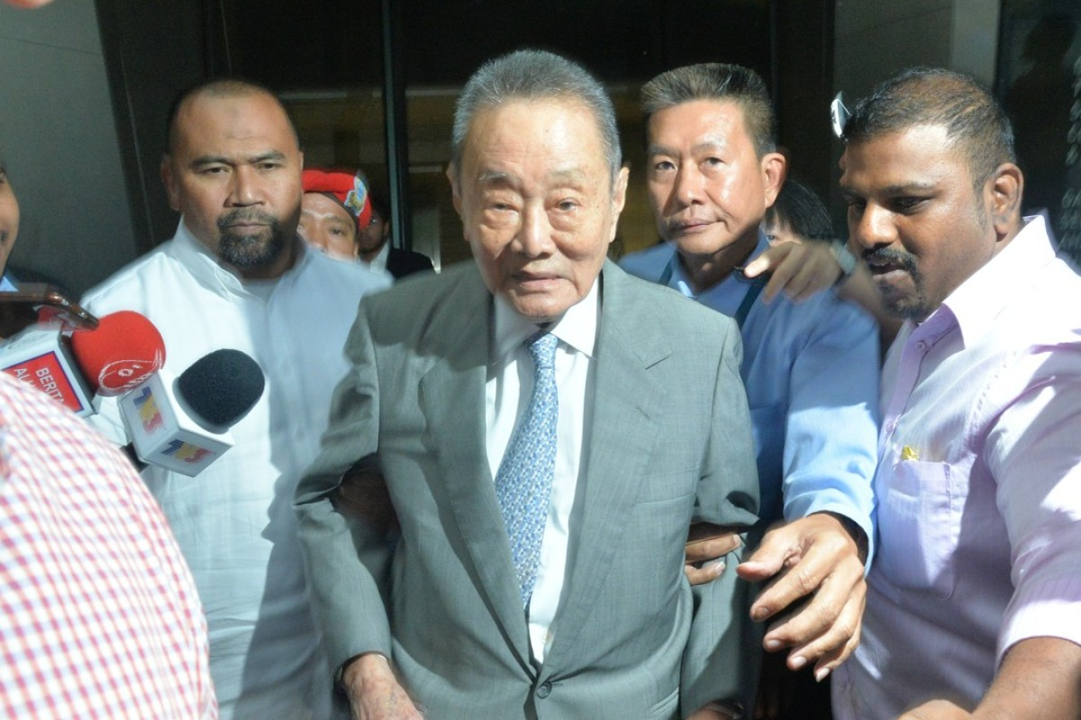 Malaysian tycoon Robert Kuok (centre), who is known for his reclusive nature, has a fortune reported to be worth US$14.8 billion. Photo: Xinhua