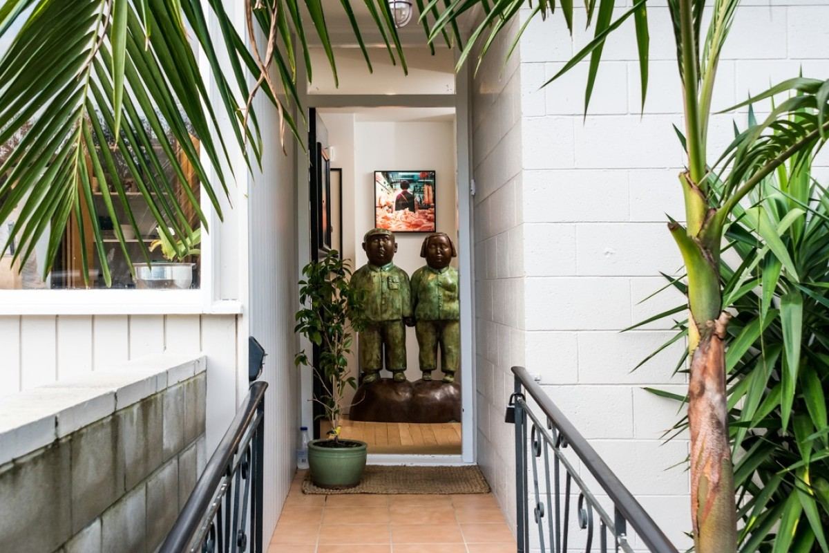 Art greets visitors to the Auckland home of Belinda Corder-Kruger as soon as they step foot through the door. Photography: Paul Ellis