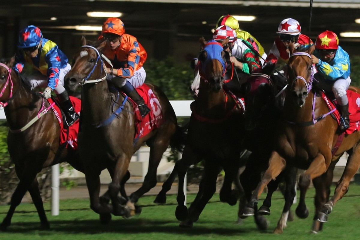 Chad Schofield (orange silks) drives Perfect Glory through a gap despite all the interference around him. Photos: Kenneth Chan