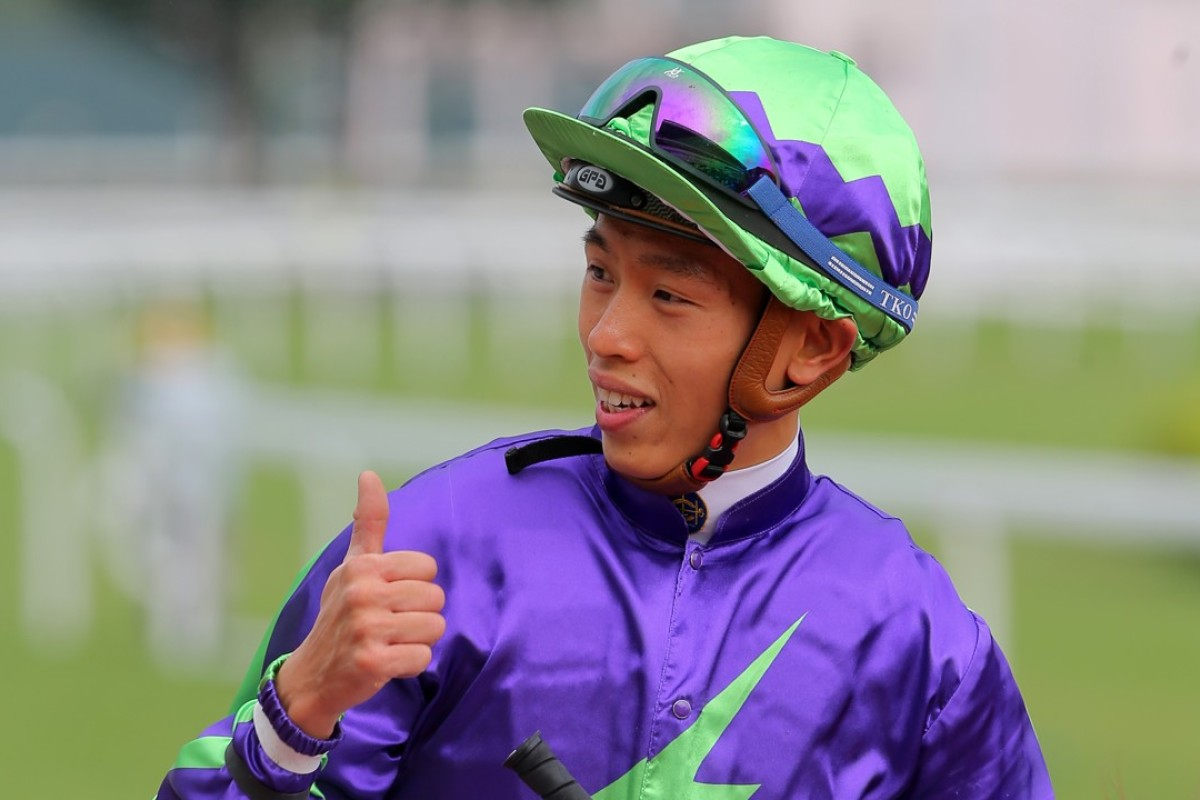 Vincent Ho gives a thumbs up after riding Glittering Armour to victory. Photos: Kenneth Chan