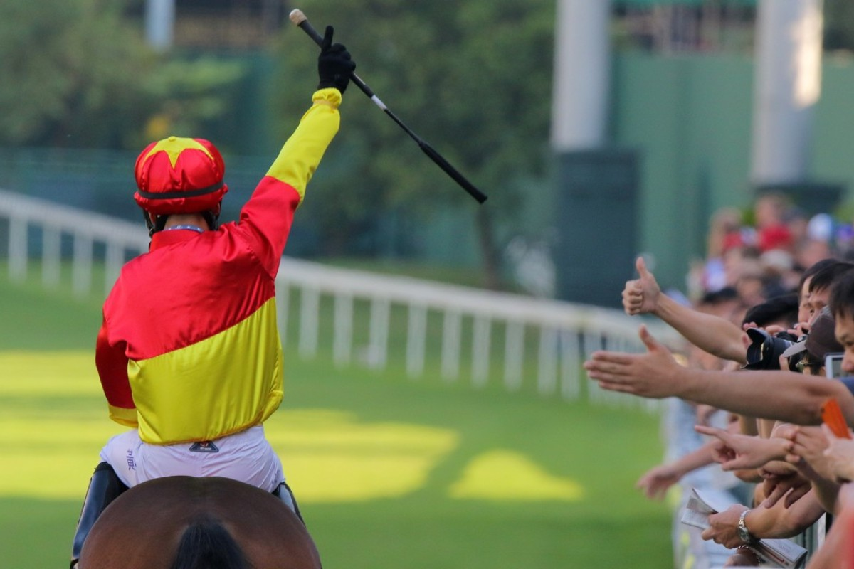 Victor Wong celebrates with the punters after winning aboard Starlight. Photos: Kenneth Chan