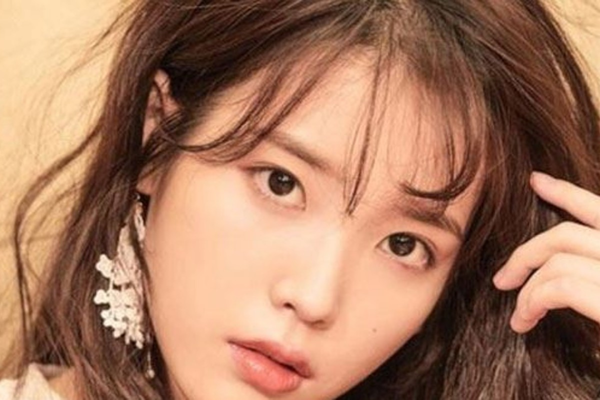 K-pop star IU, whose new single, 'BBI BBI', is doing well in the pop charts, says a number of people, claiming financial hardship, have sent her messages on social media asking for money. Photo: Kakao M