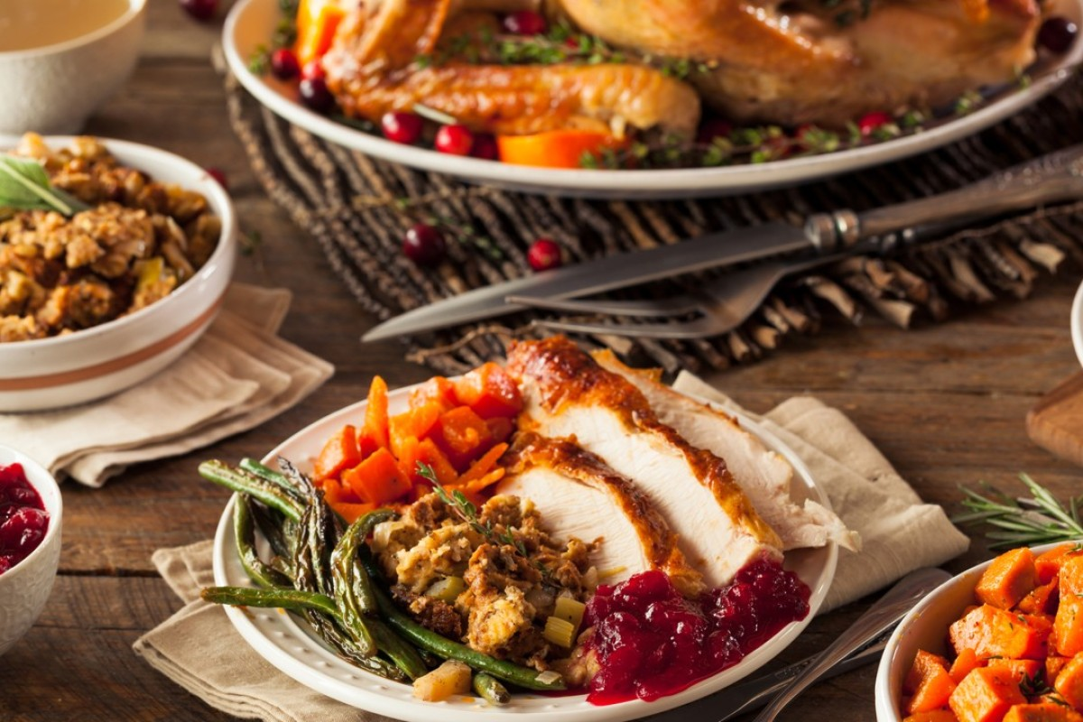 A traditional Thanksgiving dinner is full of delicious food – and also lots of calories – but there are ways to enjoy your favourite dishes without putting on weight.