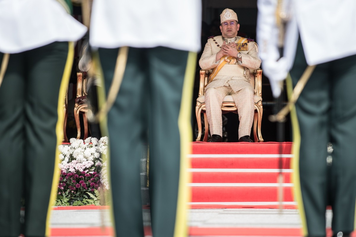 Sultan Muhammad V, the 15th king of Malaysia, offers prayers during the king's welcoming ceremony at Parliament House in Kuala Lumpur on December 13, 2016. Photo: Mohd Rasfan / AFP