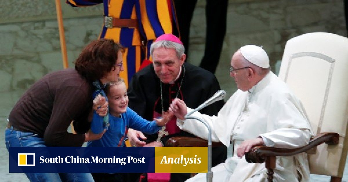 Pope To Meet With Autistic Kids To End >> Adorable Moment Boy Interrupts Vatican Ceremony And Pope Francis