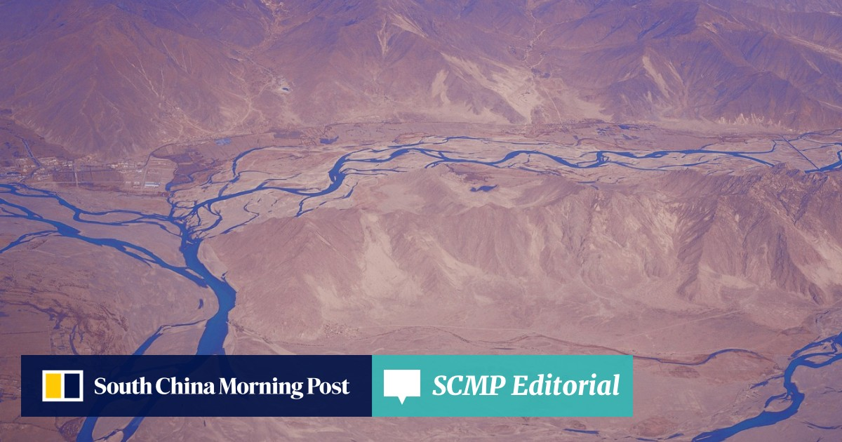 Chinese engineers plan 1,000km tunnel to make Xinjiang desert bloom