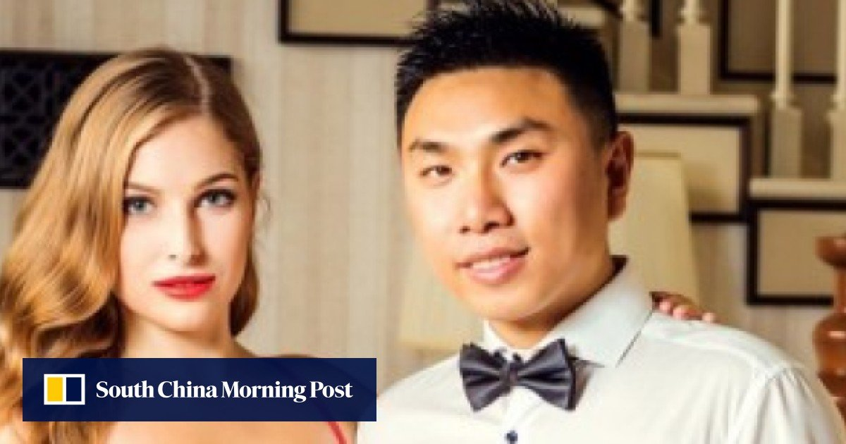 Dating programme wearing masks