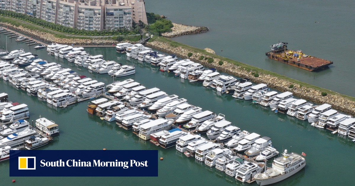 Hong Kong houseboat owners facing eviction offered three-month