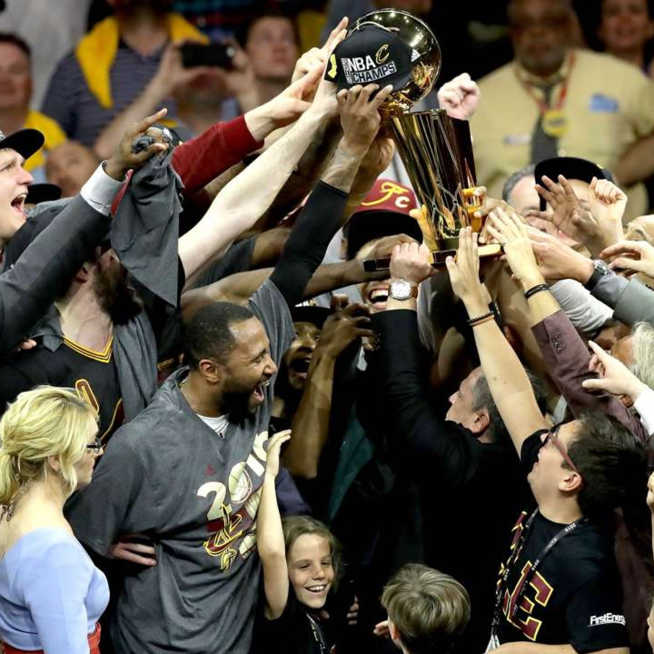 Cleveland Cavaliers edge Golden State Warriors to complete