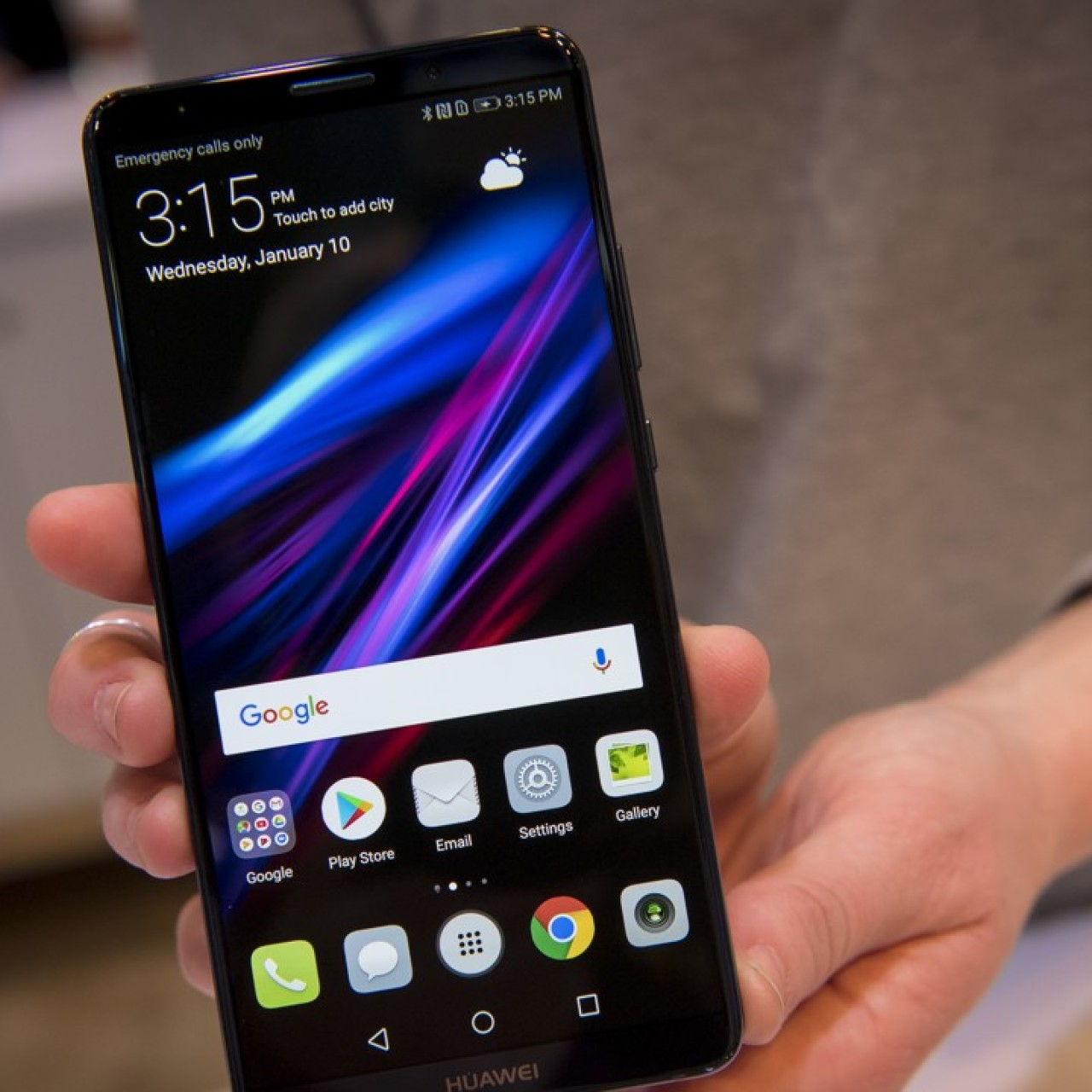 Spurned by US carriers, Huawei sets world's lowest price for its