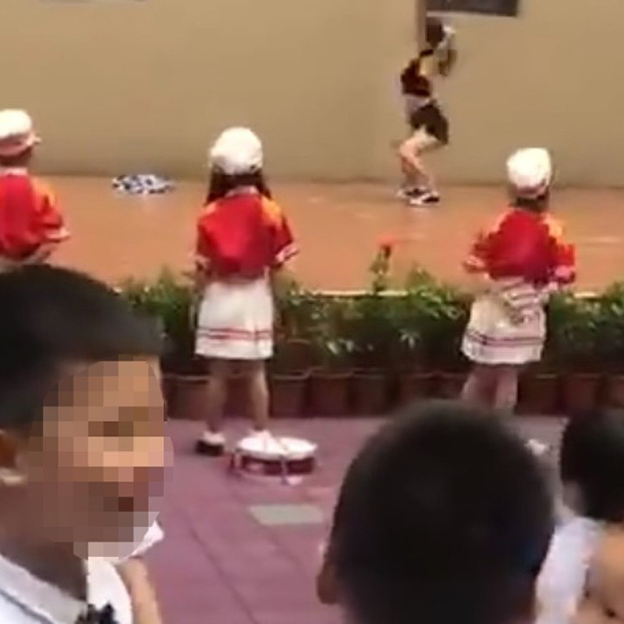 First day of kindergarten? Chinese school welcomes kids with a pole